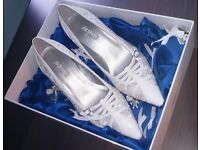 Ariane weding shoes size 35 (Uk4-5) used once on the weding day.. Get a Bargain!