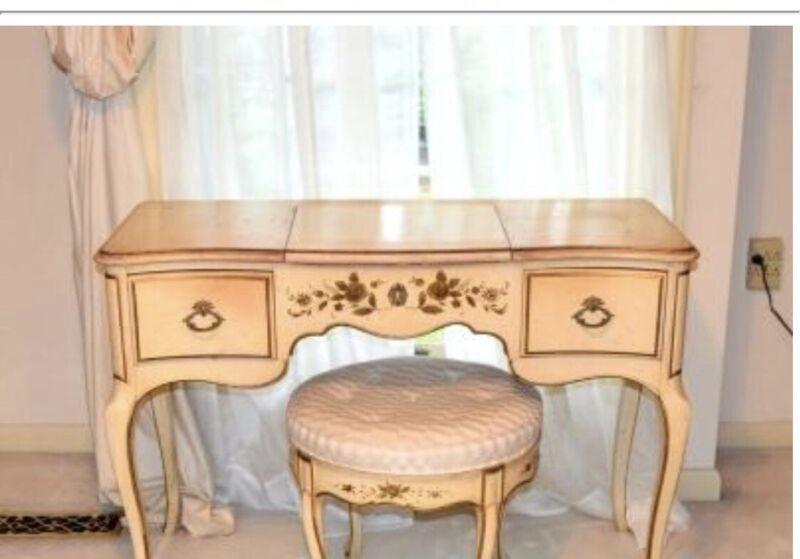 Nixon Powder Maker Co. French Provincial Vanity Gold Boudoir