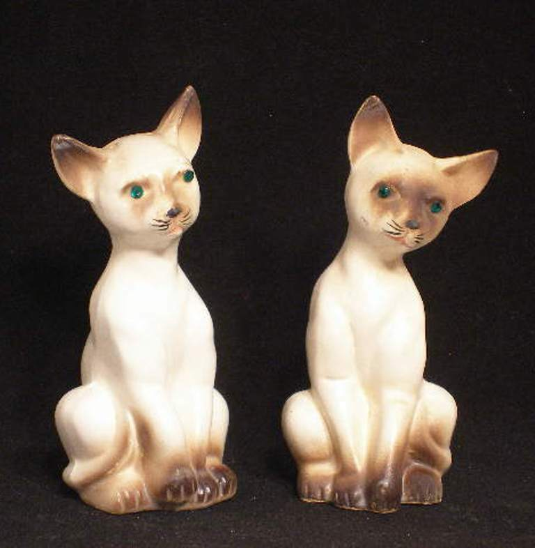Siamese Cats Salt & Pepper Shakers Artmark Originals Figurines Made in Japan