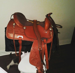 BARELY USED WESTERN SADDLE, MINT CONDITION