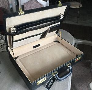 Mallette ou Porte document en cuir à serrure a combinaison