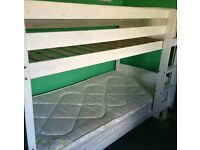 White wooden bunkbed with 1 mattress