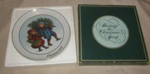 """Vintage NOS Avon 1981 Christmas Plate, """"Sharing the Christmas Spirit"""" with Box"""