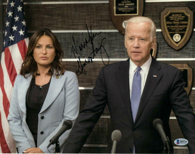 MARISKA HARGITAY SIGNED 11X14 PHOTO LAW & ORDER SVU AUTOGRAPH BECKETT COA C