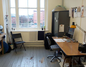 Self contained workshop studio. Heart of the city with view over the canal.