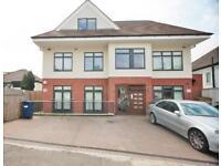 2 bedroom flat in Graham Road, Hendon NW4