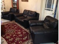 Leather 3 piece suite (2 seater settee and 2 large arm chairs