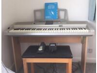 Yamaha DGX-305 Piano