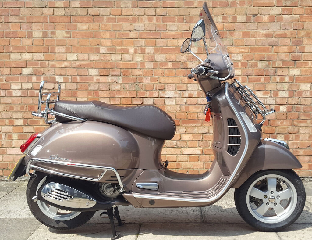 vespa gts 300 touring abs asr with only 217 miles in. Black Bedroom Furniture Sets. Home Design Ideas