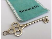 -TIFFANY & Co- EXQUISITE LADIES 925 STERLING SILVER CROWN KEY PENDANT CHARM & POUCH