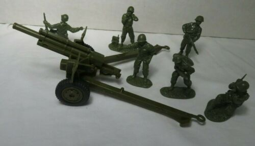 Classic Toy Soldiers WWII U.S. 105MM Howitzer, w/ 6 Man Crew