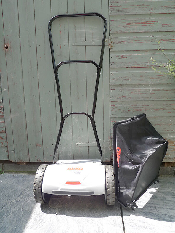 AL KO 2.8 Hm push lawn mower and collection box almost newin Clifton, BristolGumtree - AL KO 2.8 Hm Soft Touch push lawn mower and collection box . Very easy to push and manoeuvre. Only used twice we are getting rid of our lawn so not needed any more. £50 or nearest offer