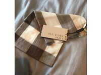 Burberry light weight all season scarf Brand New