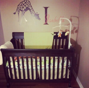 Beautiful 3-in-1 convertable crib