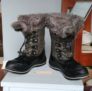 Women's Winter Boots - Cougar Canada - size 9-10