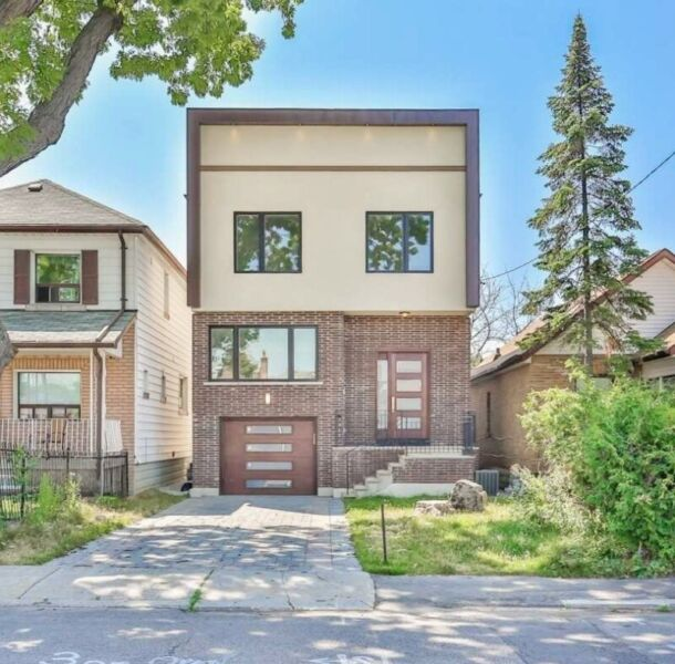 Custom Home W Finished Walk Out Basement Apartment For