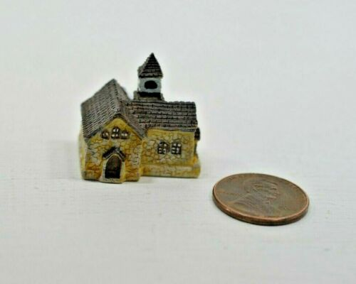 Miniature Manor House Sculpture in 1:12 doll scale A4196