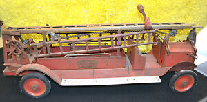ANTIQUE-1920s-KEYSTONE-AERIAL-LADDER-79-FIRE-TRUCK