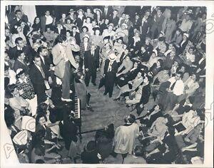 1941 New York Gimbels Department Store Employee Strike Press Photo