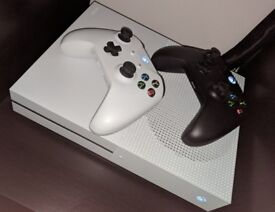 Xbox One S 1TB plus 2 controllers 3 games and original box