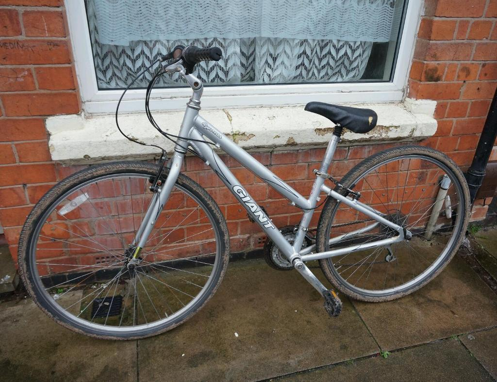 Giant Cypress Ladies Hybrid Bike In Leicester Leicestershire