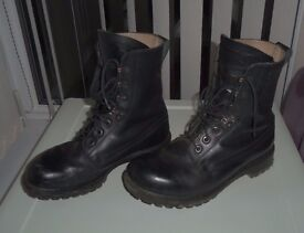 Mens Boots. Size 8.