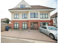 2 bedroom flat in Graham Road, Hendon, NW4