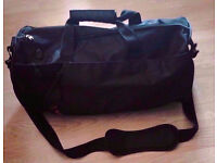 Black PPD Unisex Men Ladies Holdall Duffle Sports Travel Bag with Removable Shoulder Strap.