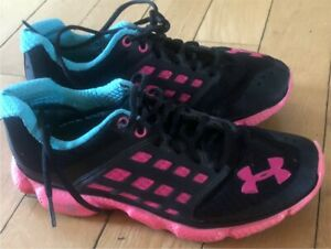 UNDER ARMOUR SIZE 7 LADIES RUNNING SHOES!