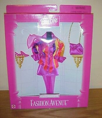 1997  ~  Barbie  Fashion Avenue ~ Internationale  Fashion  ~ New T-7