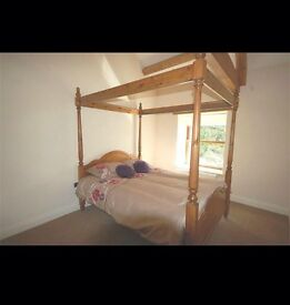 Four poster bed queen size