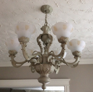 Chandelier set in excellent condition