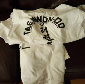 dobok et équipement de  taekwondo