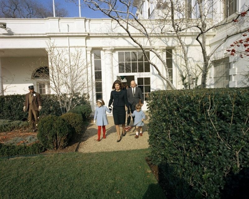 First Lady Jacqueline Kennedy departs White House for last time Photo Print