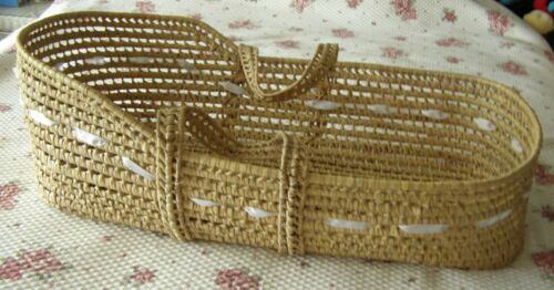 Moses Basket Portable Baby Bed - 32 x 18 inches - Handles
