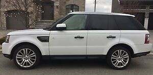"Mint 2011  Range Rover sport Lux  white on black 20"" wheels"