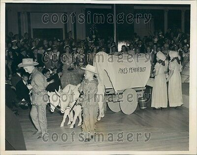 Cute Kids In Costumes (1940 Cute 1940s Kids in Western Costumes Contest Washington DC Press)