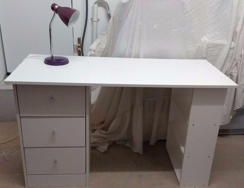 3 DRAW WHITE DESK & LAMP/DRESSING TABLE