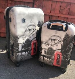 It London street row hard shell expandable suitcase set