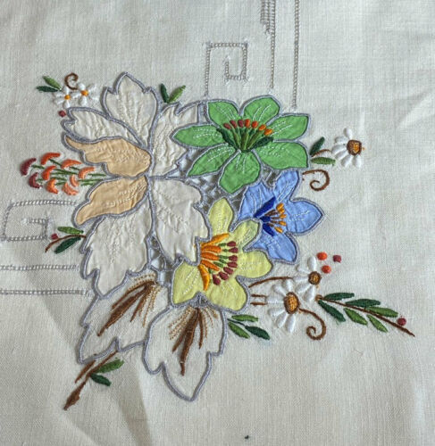 Vintage Antique Madeira Hand Embroidered Linen Tablecloth & 6 Napkins WW113