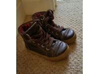 Boys Size 6 baby gap shoes