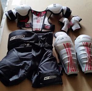 Youth Medium hockey equipment