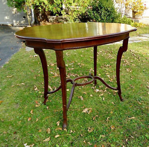ANTIQUE OCCASIONAL MAHOGANY TABLE