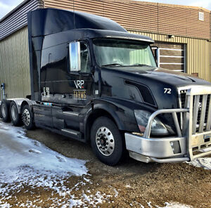 2011 Volvo 670, d13 500hp with push axle, Cattle Hauler
