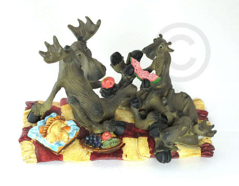 NEW BIG SKY CARVERS MOOSE PICNIC FIGURINE BEARFOOTS COLLECTIBLE