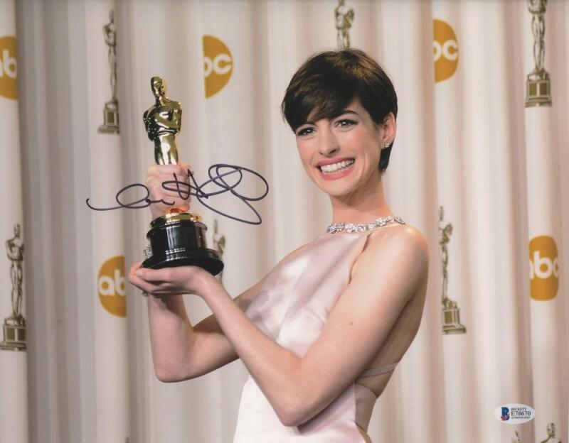 HOT SEXY ANNE HATHAWAY SIGNED 11X14 PHOTO AUTHENTIC AUTOGRAPH BECKETT COA B