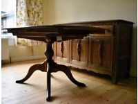 Beautiful Ercol extendable dining table with 4 chairs