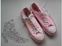 NEW CONVERSE CHUCK TRAINERS - UK 5