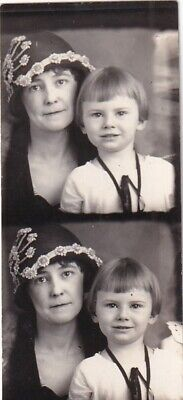 VINTAGE PHOTO BOOTH: STRIP 2 PHOTOS-PENSIVE MOM w/HAT AND SWEET DAUGHTER