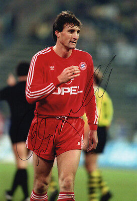 Alan McInally, Bayern Munich & Scotland, signed 12x8 inch photo. COA.